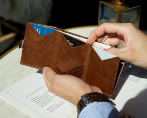 hazelnut-card-wallet